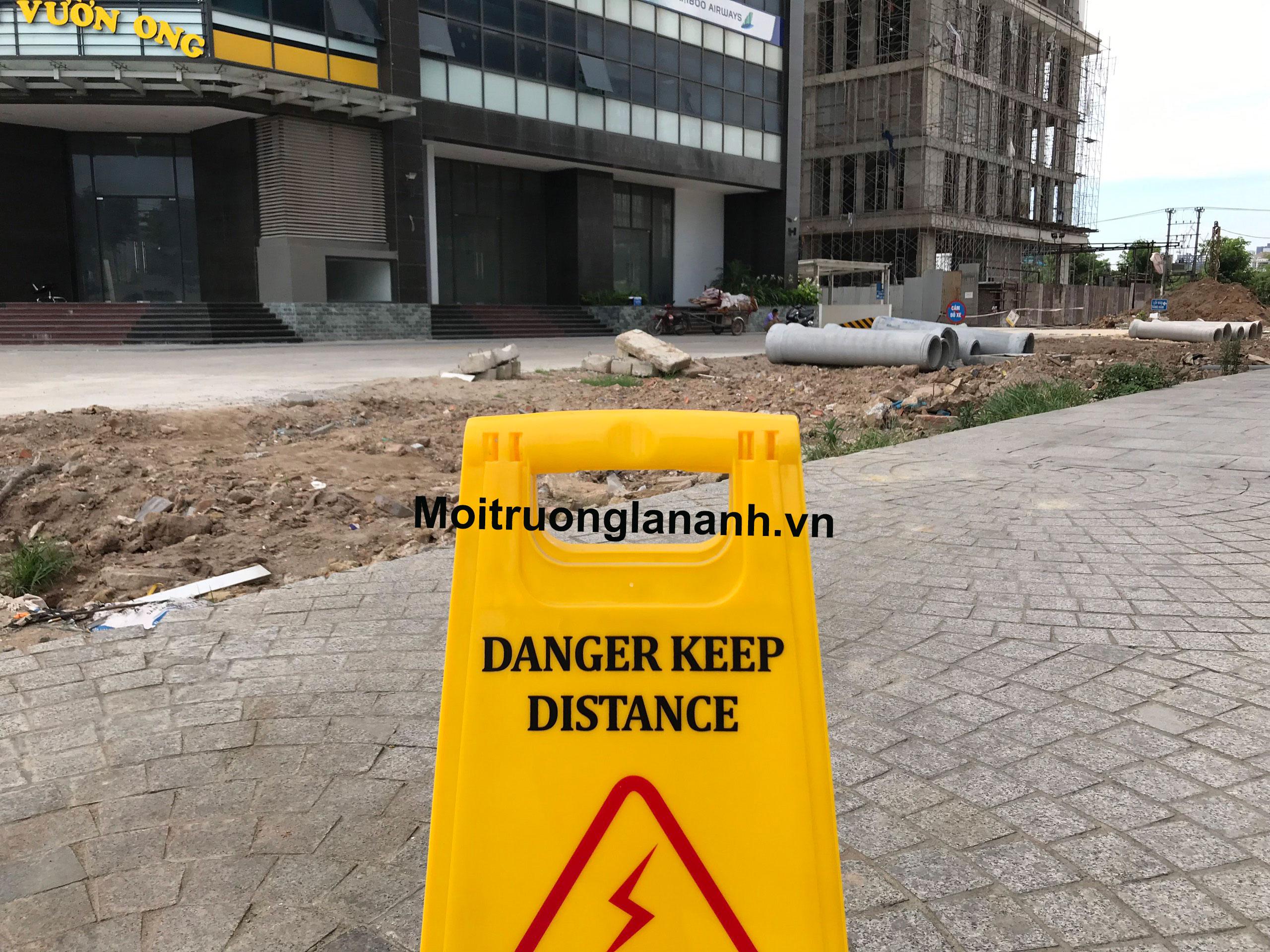 Biển báo sàn chú ý nơi nguy hiểm