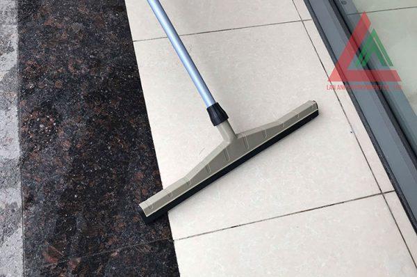 Cây gạt nước sàn nhà